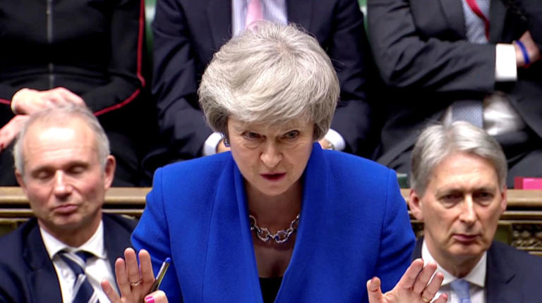 "Brexit: Ολέθριες οι πρόωρες εκλογές, λέει η Μέι – Ηγείστε ""κυβέρνησης ζόμπι"", λέει ο Κόρμπιν"