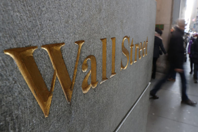 Wall Street: Η πτώση της Apple συμπαρέσυρε τον γενικό δείκτη | Newsit.gr