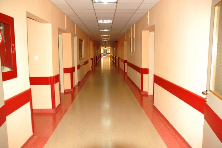 Ασθενής μαχαίρωσε νοσηλεύτρια στον Ερυθρό Σταυρό | Newsit.gr