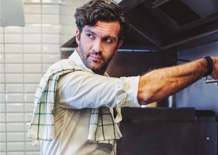 Τζωρτζ Παπακώστας: Με ποια παρουσιάστρια είναι ζευγάρι o σεφ της Ελένης Μενεγάκη; | Newsit.gr