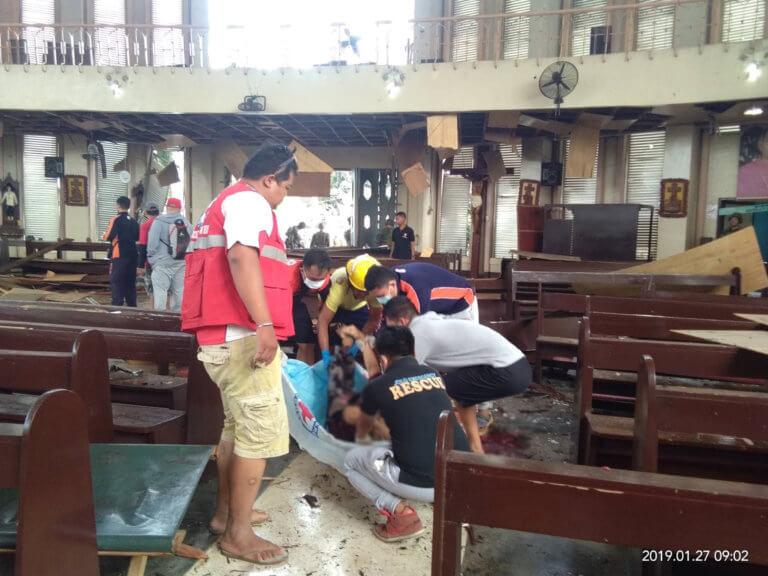 Φιλιππίνες: Μακελειό από διπλή βομβιστική επίθεση σε εκκλησία την ώρα της λειτουργίας | Newsit.gr