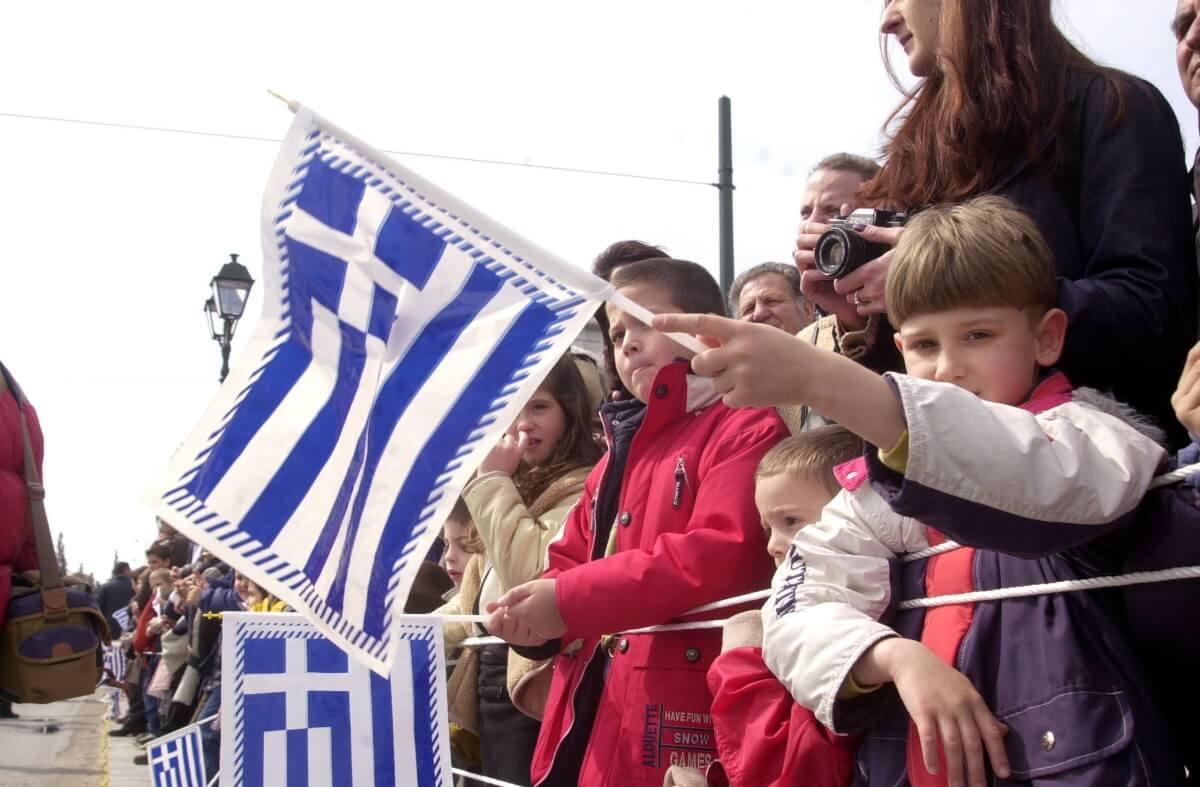 Γεννάτε γιατί χανόμαστε – Μειώθηκε ο πληθυσμός της Ελλάδας την τελευταία δεκαετία!