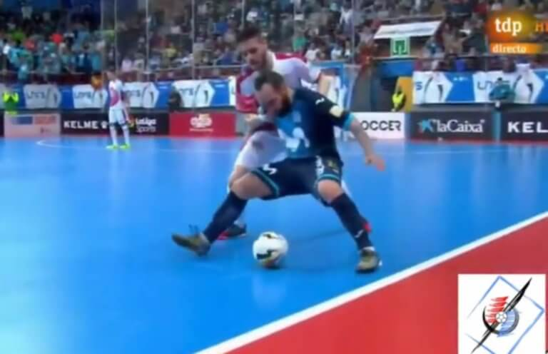 Futsal: «Μαγικό» άδειασμα! Αστραπιαία κίνηση από Ρικαρντίνιο – video | Newsit.gr