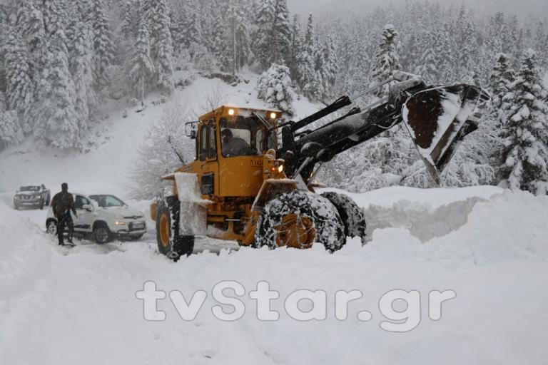 Καιρός: Δύο μέτρα χιόνι στη Φθιώτιδα – video