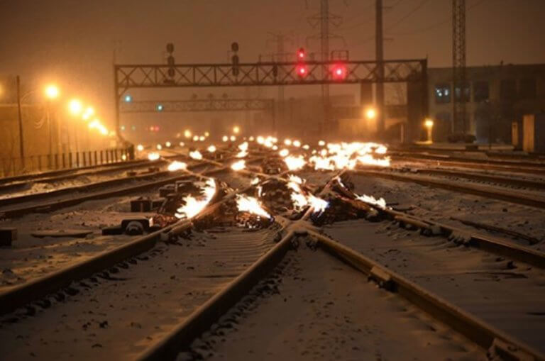 Το κρύο απ' το Σικάγο! Γιατί βάζουν φωτιά στις ράγες! Απίστευτες εικόνες   Newsit.gr