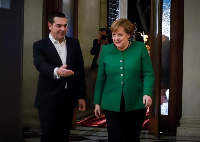 Τσίπρας στη Μέρκελ: Η αναφορά στις γερμανικές αποζημιώσεις
