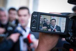 Bloomberg: Ενισχυμένος ο Τσίπρας μετά την επικύρωση της Συμφωνίας των Πρεσπών