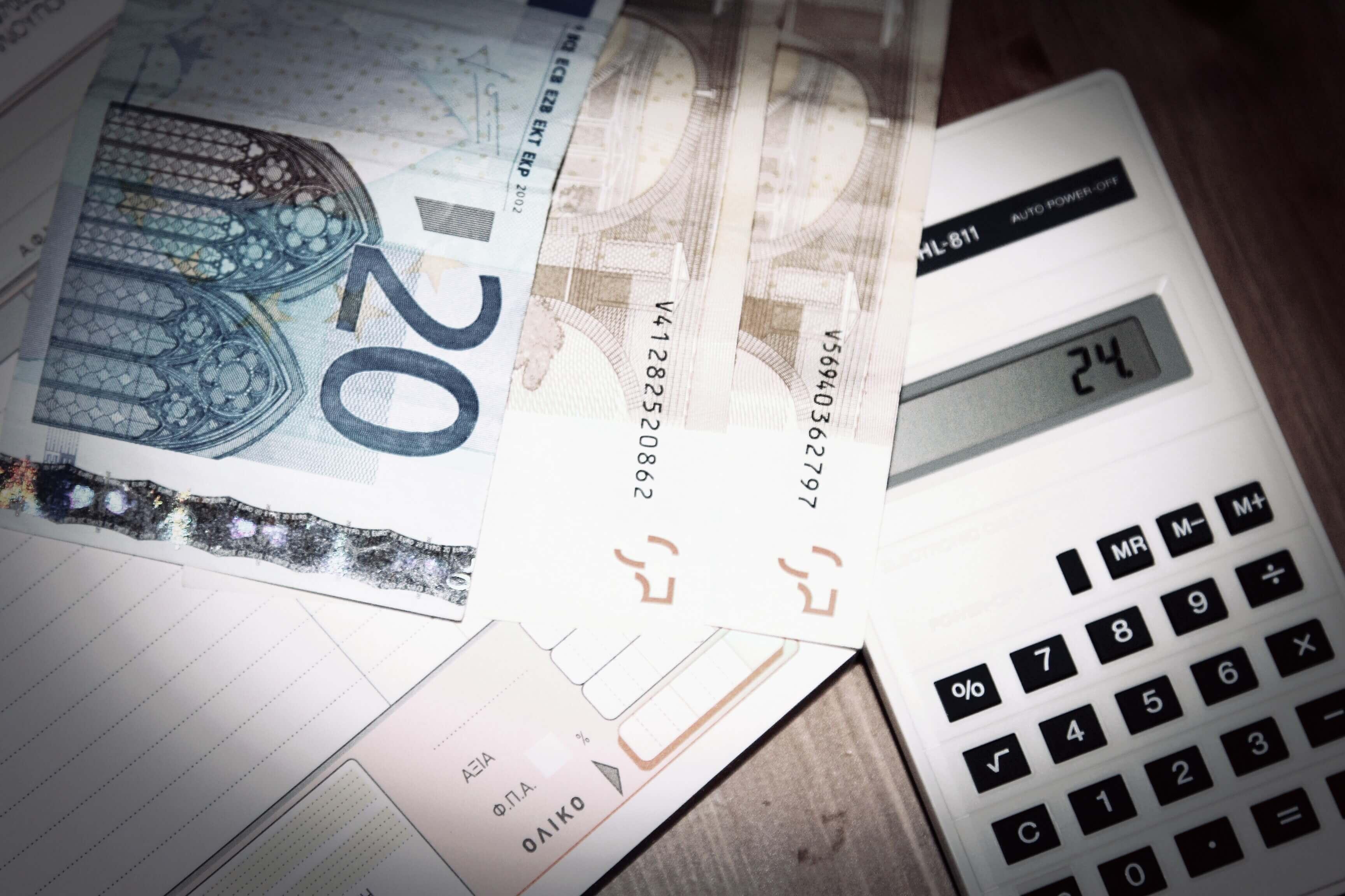 """Ξεχάστε τα μετρητά – Το """"κρυφό"""" χαράτσι στο αφορολόγητο και η παγίδα με τις αποδείξεις – Τι πρέπει να προσέξετε"""