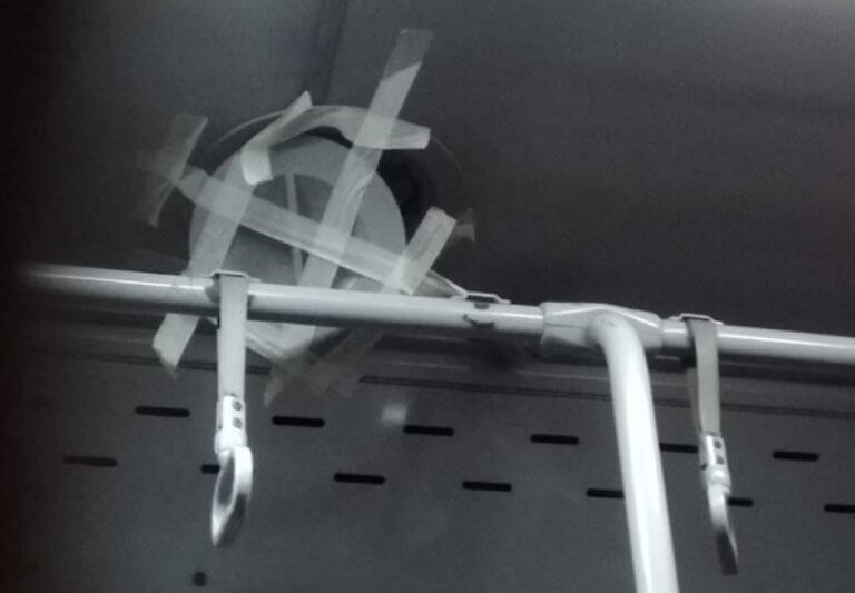 """Θεσσαλονίκη: Βρήκαν τη """"λύση"""" σε λεωφορείο του ΟΑΣΘ – Η εικόνα που κάνει το γύρο του διαδικτύου!"""