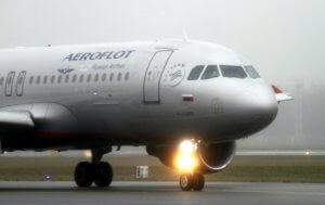 Τρόμος σε πτήση της Aeroflot – Ένοπλος κρατάει 75 ομήρους
