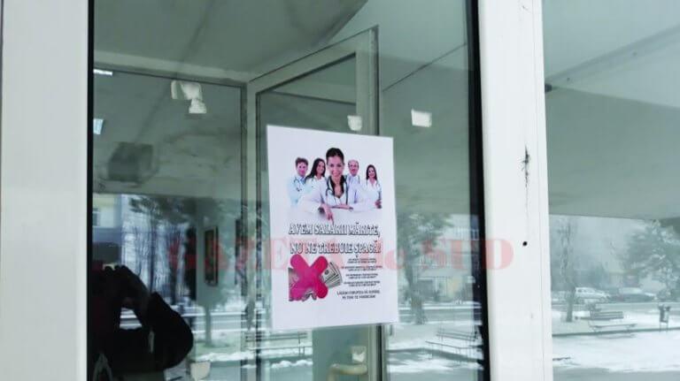 «Μη μας δίνετε φακελάκι, οι μισθοί μας αυξήθηκαν» – Καμπάνια έκπληξη από γιατρούς! [pics] | Newsit.gr