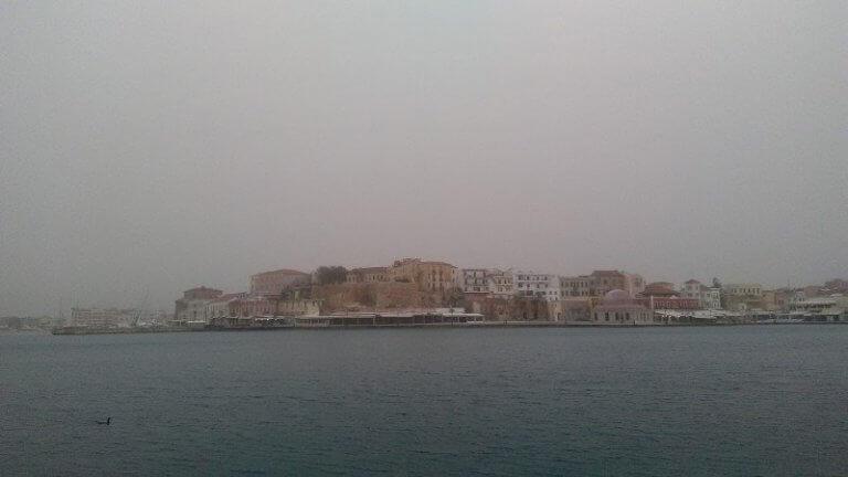 Χανιά: Πέπλο αφρικανικής σκόνης κάλυψε την πόλη – Οι προβλέψεις των μετεωρολόγων [pics]