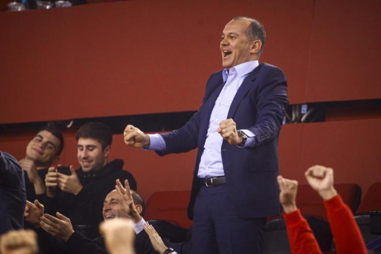 Ολυμπιακός – Παναθηναϊκός: Τρομερό πάθος στο ΣΕΦ με Αγγελόπουλο και Γιαννακόπουλο [vid, pics] | Newsit.gr