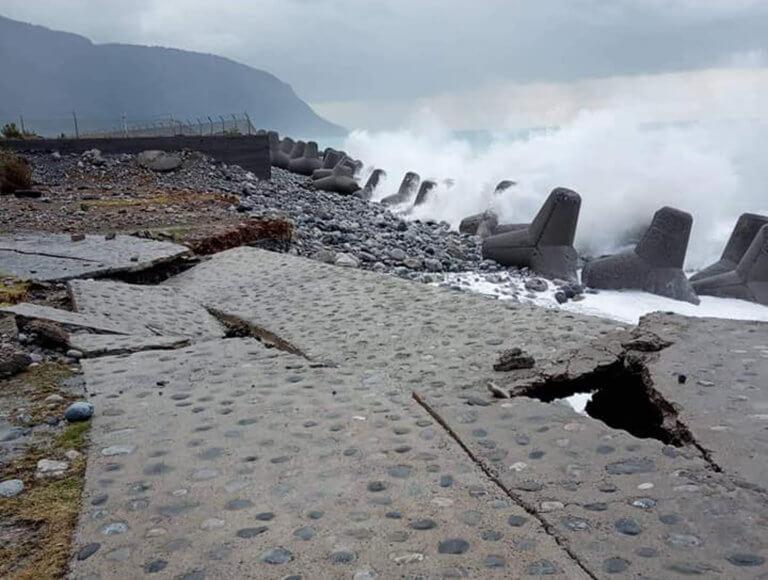 Κρήτη: Βομβαρδισμένο τοπίο δρόμος και προβλήτα – video | Newsit.gr
