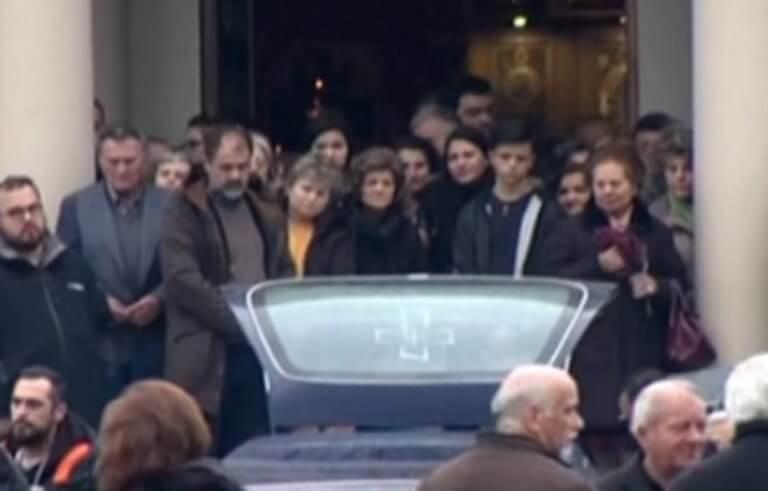 Αγρίνιο: Ράγισαν καρδιές στην κηδεία της βιολόγου – Νέα στοιχεία για τον θάνατό της – video