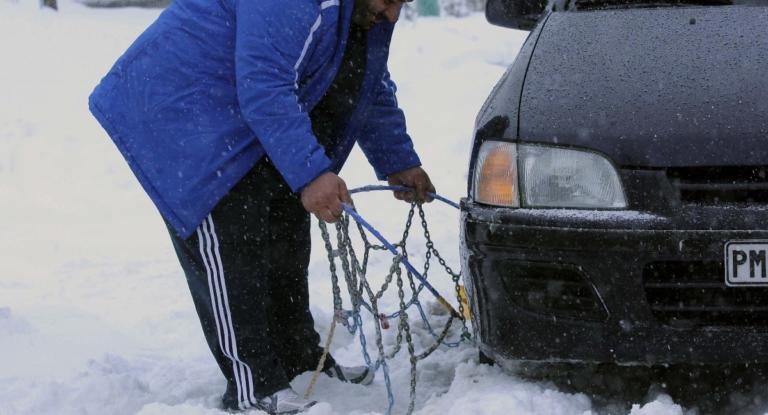 Καιρός – Πελοπόννησος: Σε ποιες περιοχές η κυκλοφορία των αυτοκινήτων γίνεται με αλυσίδες