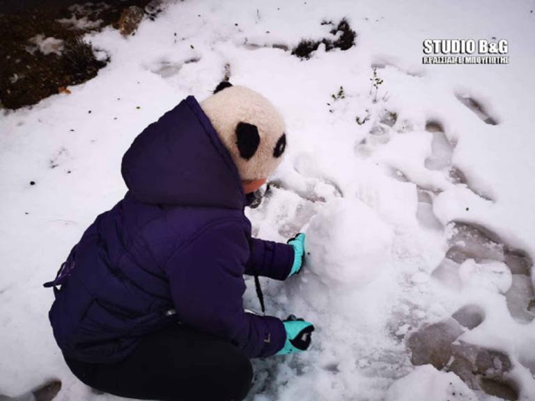 Στα λευκά ντύθηκε και η Αργολίδα! Πρωτόγνωρη εμπειρία για τα παιδιά! – video | Newsit.gr