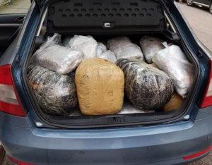 Ιωάννινα: Αστυνομική καταδίωξη με 122 κιλά χασίς! [pics]