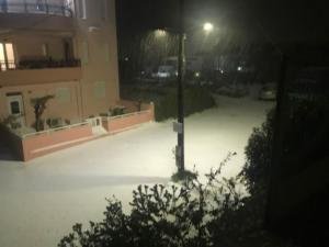 Κρήτη: Χιόνια στο Ηράκλειο – Κλειστά σχολεία, προβλήματα στους δρόμους και εικόνες ασυνήθιστες [pics]