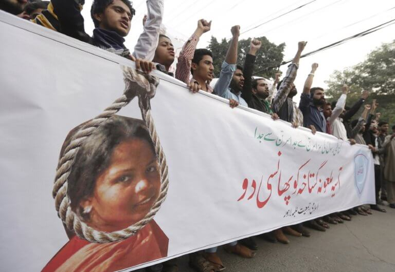 Πακιστάν: Οριστικά αθώα η πρώην μελλοθάνατη Άσια Μπίμπι – Η απίστευτη ιστορία της | Newsit.gr