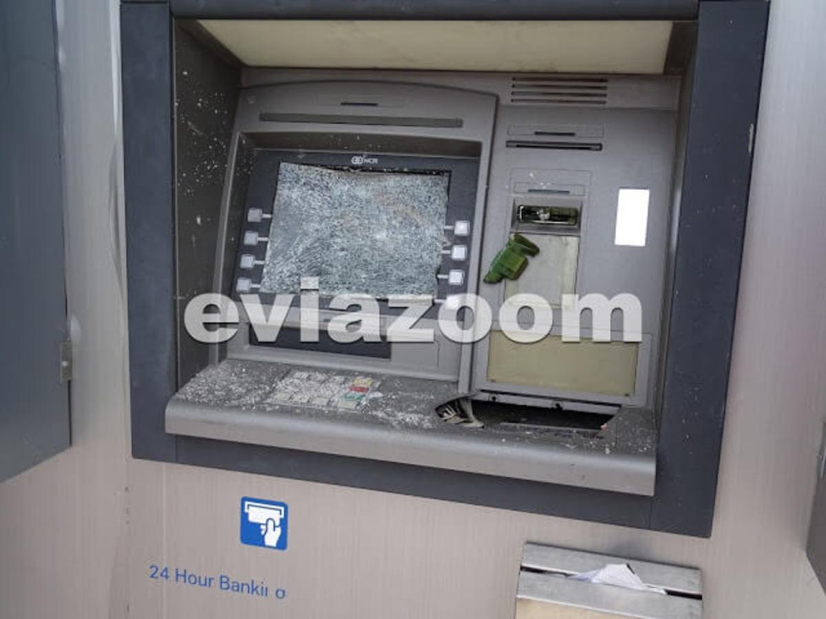 Εύβοια: Έσπασαν το ΑΤΜ στην είσοδο του σούπερ μάρκετ αλλά έφυγαν με άδεια χέρια [pics] | Newsit.gr