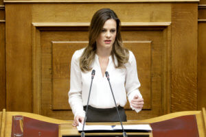 Αχτσιόγλου: Ο πρωθυπουργός θα ανακοινώσει το επίπεδο της αύξησης του κατώτατου μισθού
