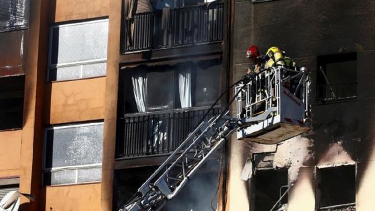 Ισπανία: Τρεις νεκροί, δεκάδες τραυματίες από φωτιά σε πολυκατοικία