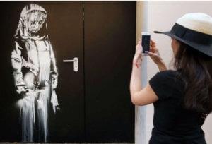 Έκλεψαν έργο του Banksy για το μακελειό στο Μπατακλάν! – video