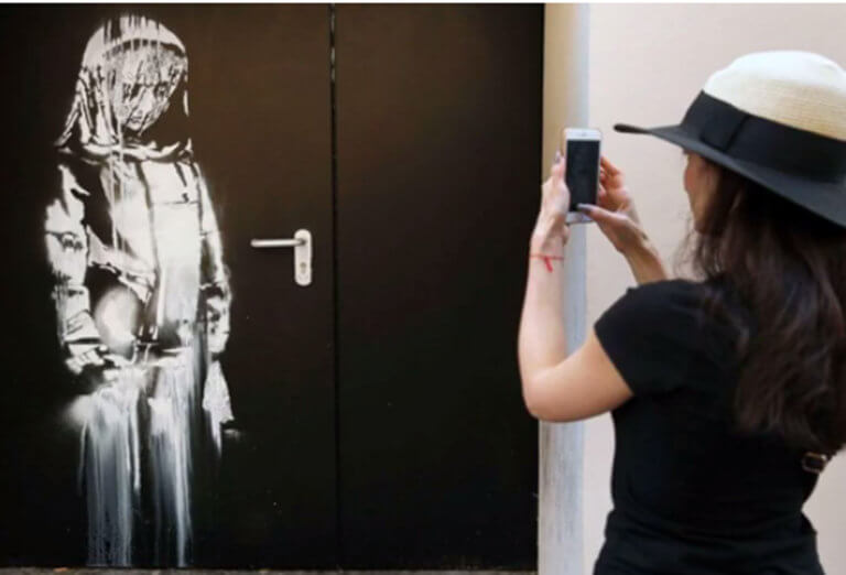 Έκλεψαν έργο του Banksy για το μακελειό στο Μπατακλάν! – video | Newsit.gr