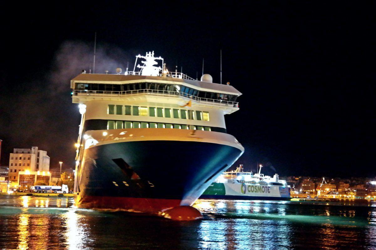 Πρωτοχρονιά 2019 στον Πειραιά – Ποιο πλοίο μπήκε πρώτο στο μεγάλο λιμάνι!