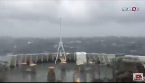 Κυκλάδες: Κύματα «κατάπιαν» το Blue Star Naxos – video