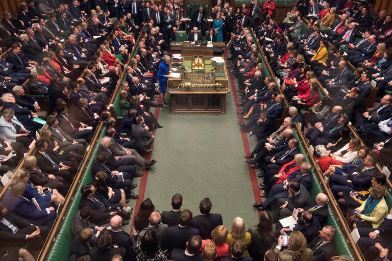 """Brexit: Καταψηφίστηκε ο """"περισσότερος χρόνος"""" που ζήτησε η Μέι"""