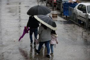 Καιρός: Βροχερό το σκηνικό σε όλη τη χώρα – Που θα χρειαστούμε ομπρέλες
