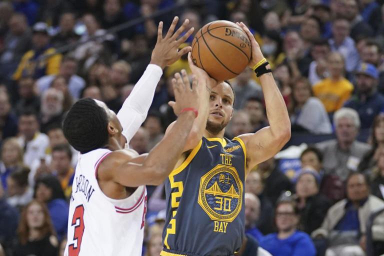 NBA: Έγραψε ιστορία ο Κάρι! Τρίτος κορυφαίος σουτέρ τριπόντων | Newsit.gr