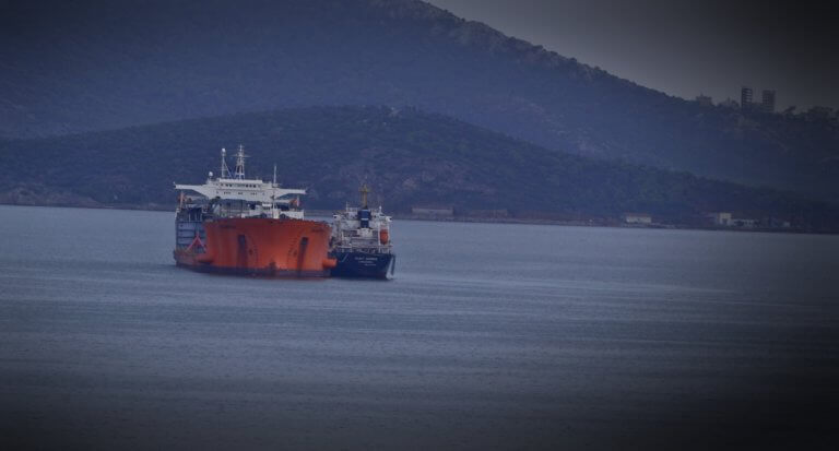 Μηχανική βλάβη σε δεξαμενόπλοιο στον Αργοσαρωνικό | Newsit.gr