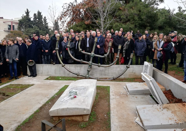 Σιωπηλή διαμαρτυρία για τη βεβήλωση του μνημείου του εβραϊκού νεκροταφείου στο ΑΠΘ
