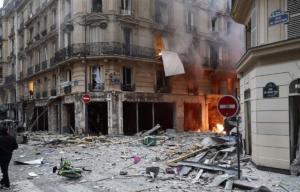 Ισχυρή έκρηξη στο κέντρο του Παρισιού [pics, video]