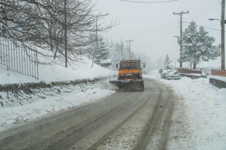 Φθιώτιδα: Χειριστής εκχιονιστικού βρέθηκε πεσμένος στα χιόνια