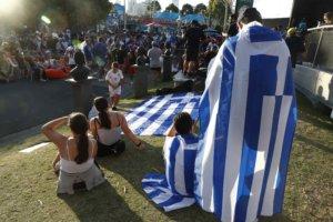 Στέφανος Τσιτσιπάς: Έστησαν γιγαντοοθόνες για να δουν το ματς οι ομογενείς!