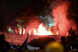 Συλλαλητήρια – Μακεδονία: Μολότοφ και πέτρες έξω από την Βουλή – video