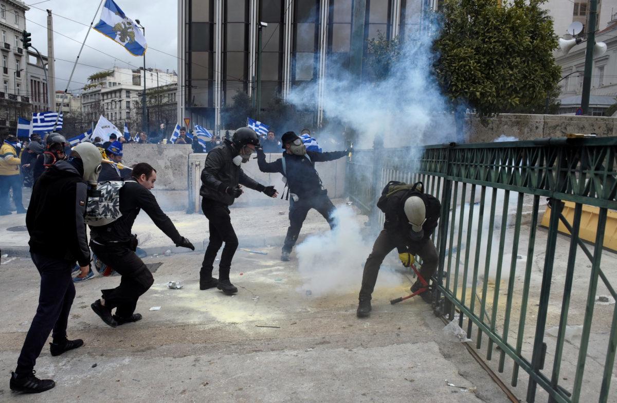 Συλλαλητήριο για την Μακεδονία: Καρέ – καρέ τα επεισόδια – Συγκλονιστικές εικόνες