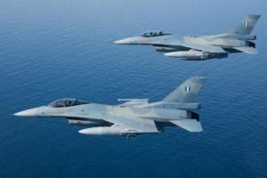 Αιγαίο: Παρ' ολίγον ατύχημα από επικίνδυνους χειρισμούς τουρκικού F-16!