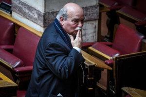 Συμφωνία των Πρεσπών – Βουλή: Τα φιλιά του Βούτση και οι πλακίτσες Βενιζέλου
