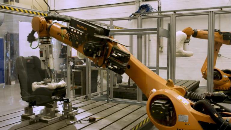 Η Ford δοκιμάζει τα καθίσματά της με «ιδρωμένο» ρομπότ! [vid] | Newsit.gr