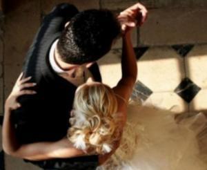 Ρόδος: Παντρεύτηκαν και τα χαμόγελα πάγωσαν – Ο άνθρωπος που τους έκανε την πιο ευχάριστη έκπληξη [pics]