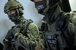 Πυροβολισμοί τώρα στην Κολωνία