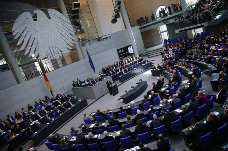DW: Πλήρης στήριξη των γερμανικών κομμάτων στην συμφωνία των Πρεσπών