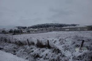 Καρέ-καρέ ο απεγκλωβισμός αυτοκινήτου από τα χιόνια (video)