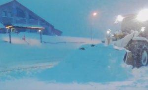 """Γρεβενά: """"Θάφτηκε"""" στα χιόνια η Βασιλίτσα – Οι εικόνες μέσα και έξω από το χιονοδρομικό – video"""