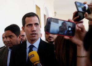 Βενεζουέλα: Ο Γκουαϊδό προσφέρει αμνηστία σε στρατιωτικούς για να τον στηρίξουν